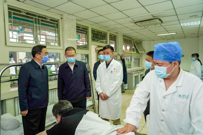 """""""全国助残日""""人社部、中国残联领导慰问北京按摩医院残疾职工和患者1.jpg"""